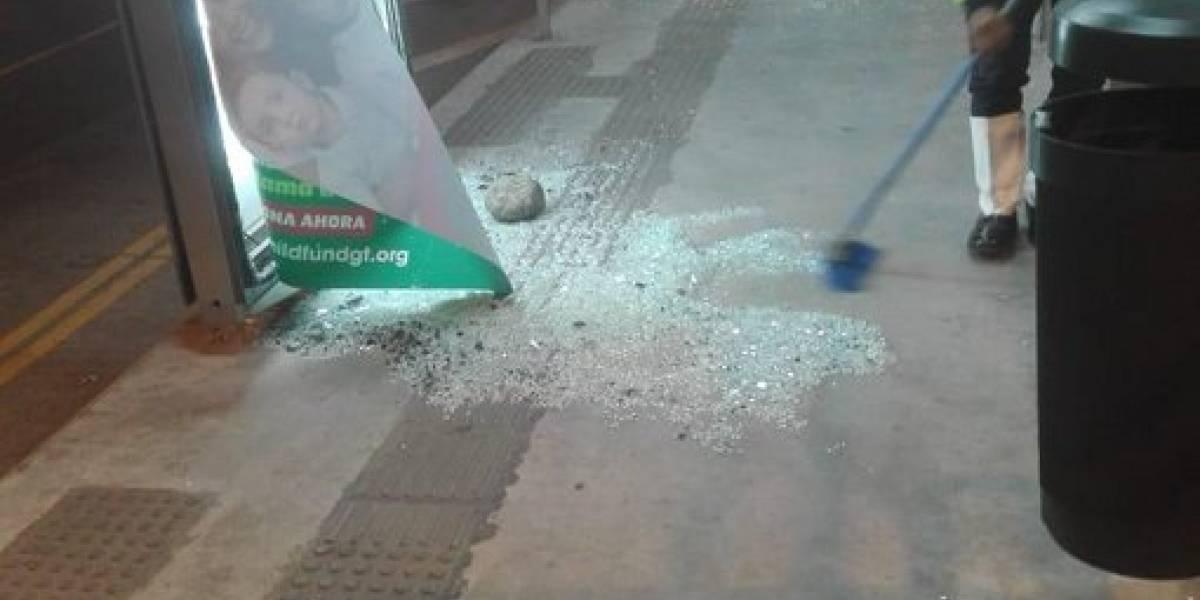 Estación de Transmetro en la Bethania es atacada con piedras