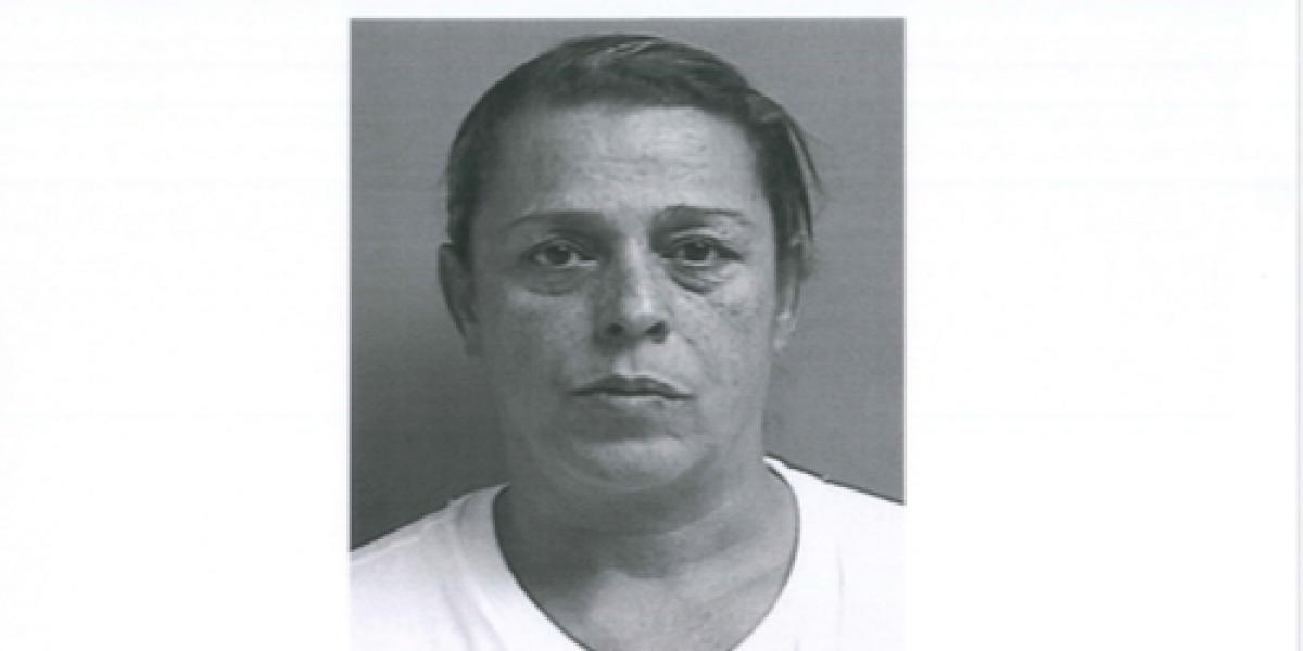 Causa para arresto contra mujer que robó botellas de champagne