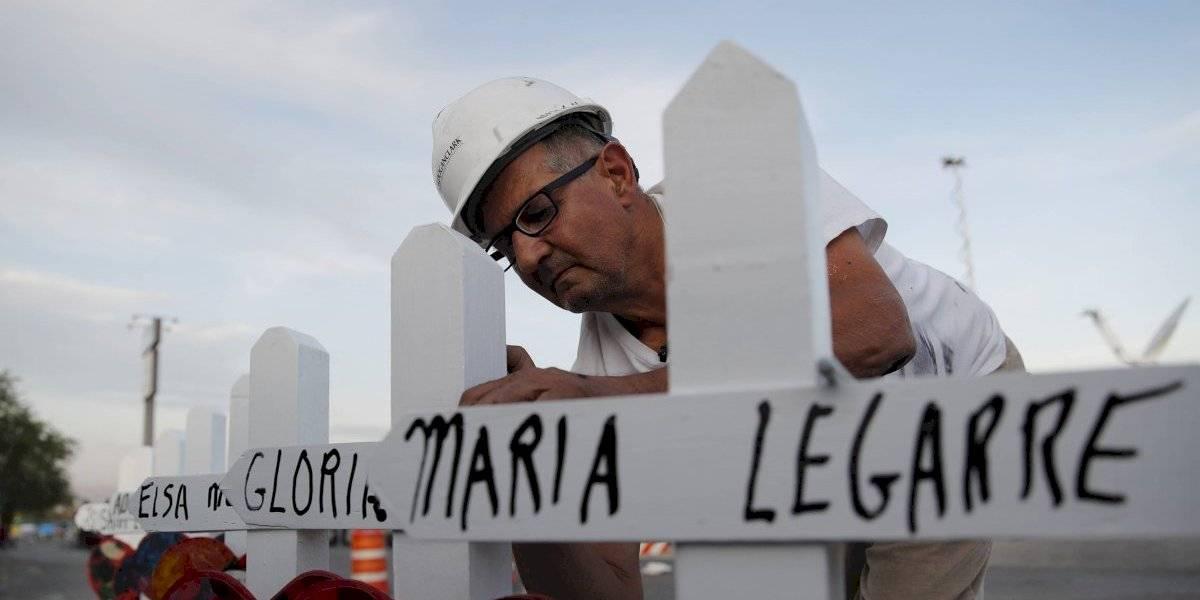 Se retira hombre que hace cruces tras tiroteos masivos en EE. UU.
