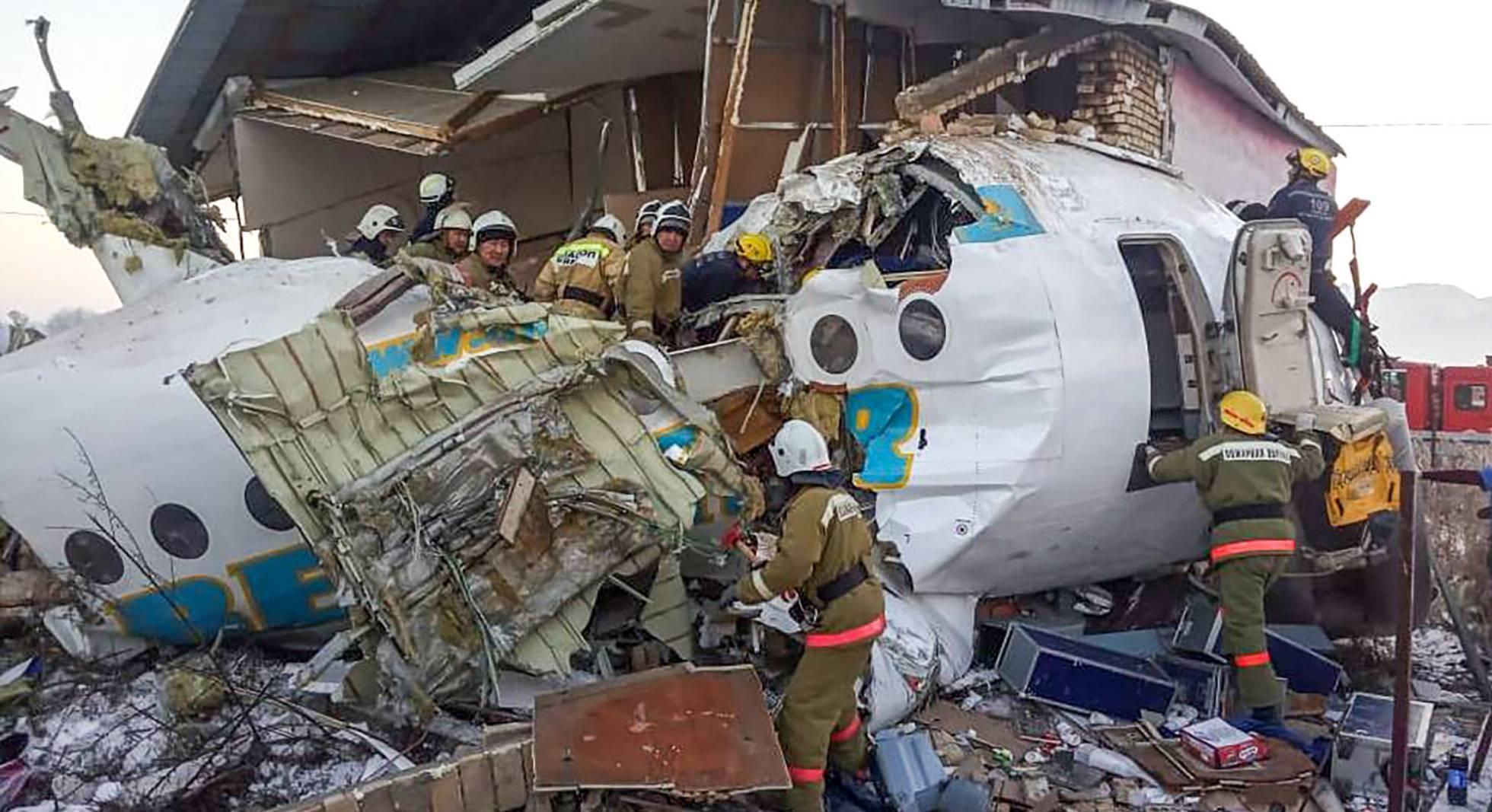 Sobreviviente de avión siniestrado en Kazajistán afirma que presentía el accidente