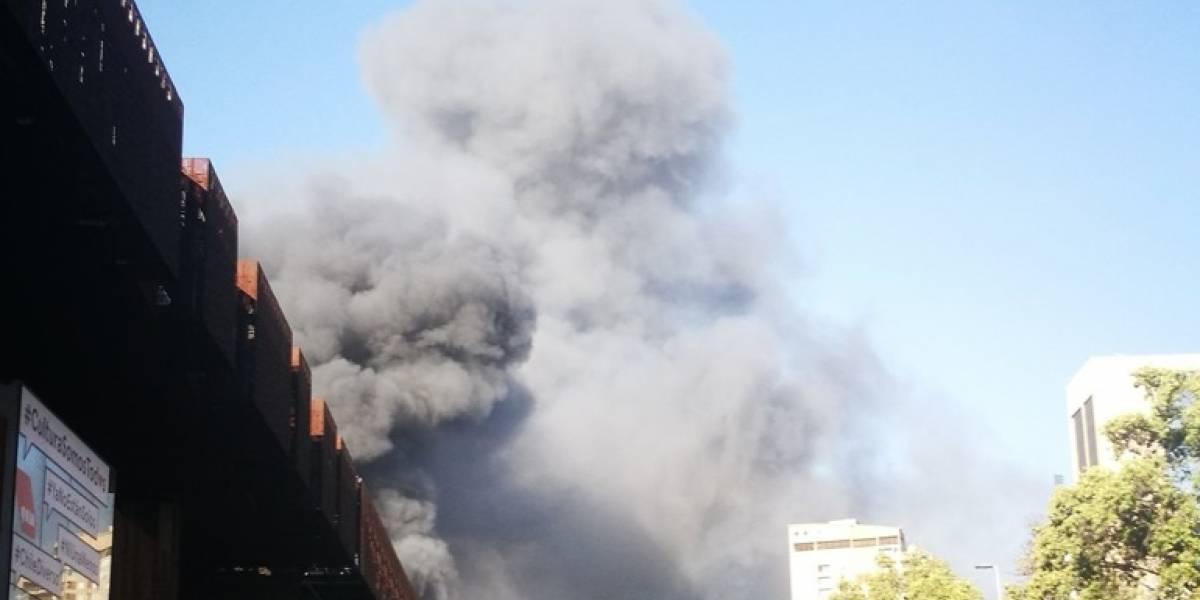 Cine Arte Alameda se consumió por las llamas en el marco de protestas en Plaza Italia