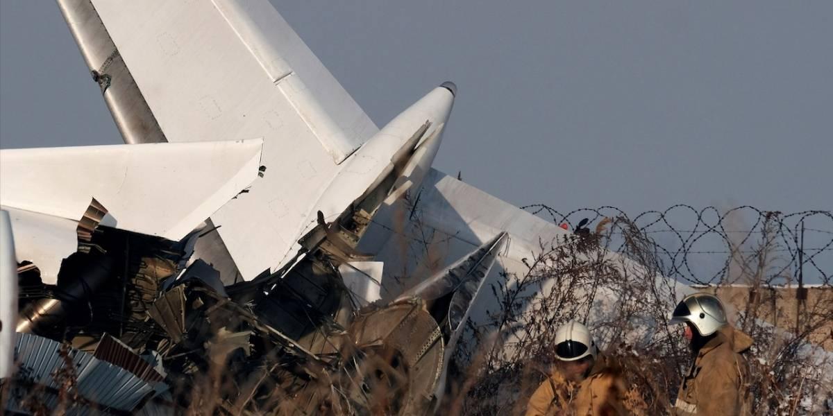 ¡Hubo sobrevivientes! Avión en Kazajistán se estrelló con 100 personas a bordo