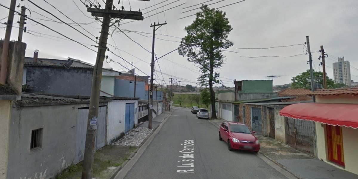 Garoto morre eletrocutado enquanto empinava pipa em Santo André