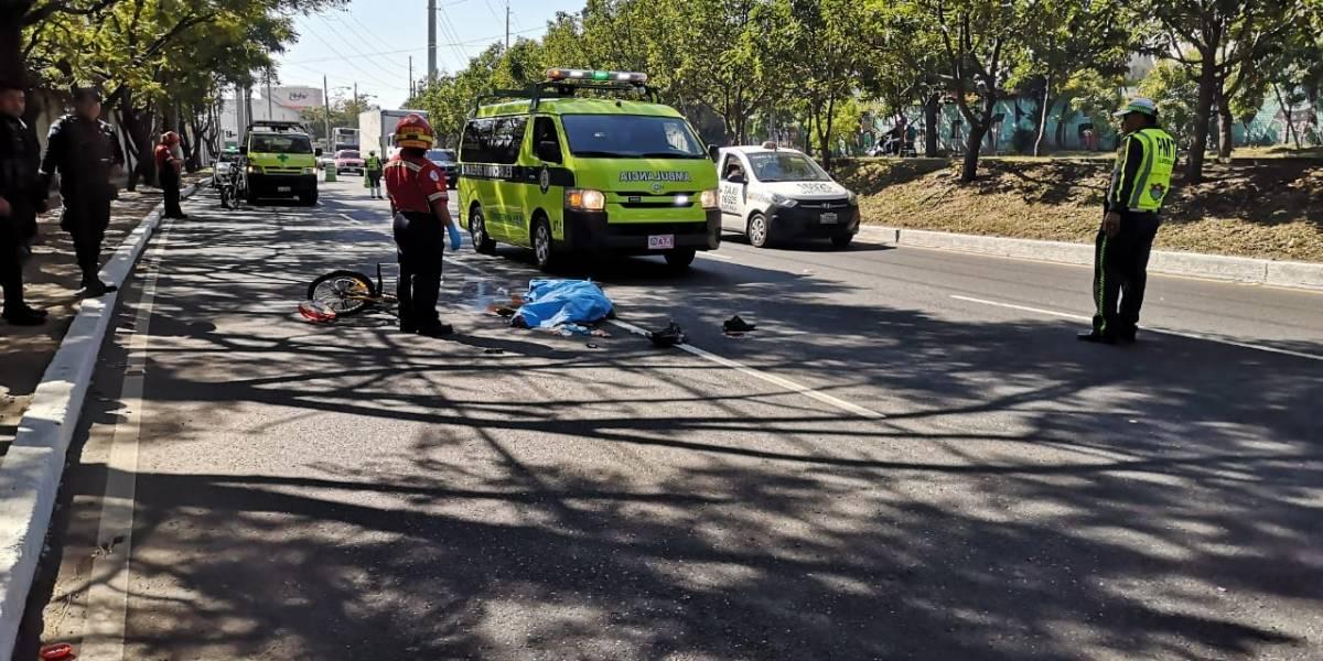 Ciclista muere atropellado en zona 12
