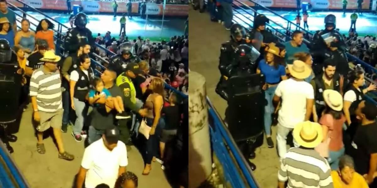 Video: Esmad desalojó a personas que veían el Salsódromo de la Feria de Cali desde un puente