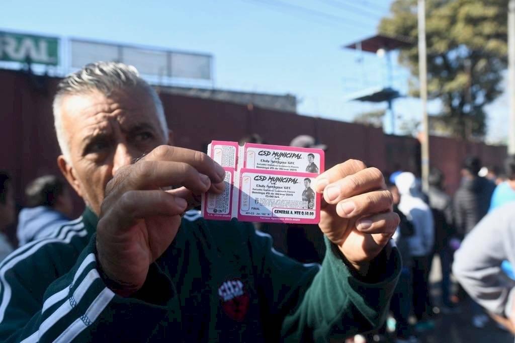 Foto Omar Solís | Muchos aficionados han adquirido sus boletos para la final de este domingo 29 de diciembre