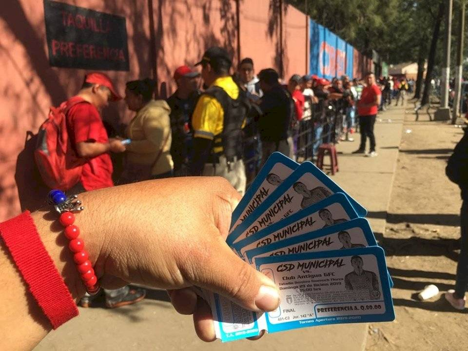 Foto Omar Solís | Las taquillas del estadio El Trébol fueron abiertas desde las 9:00 horas