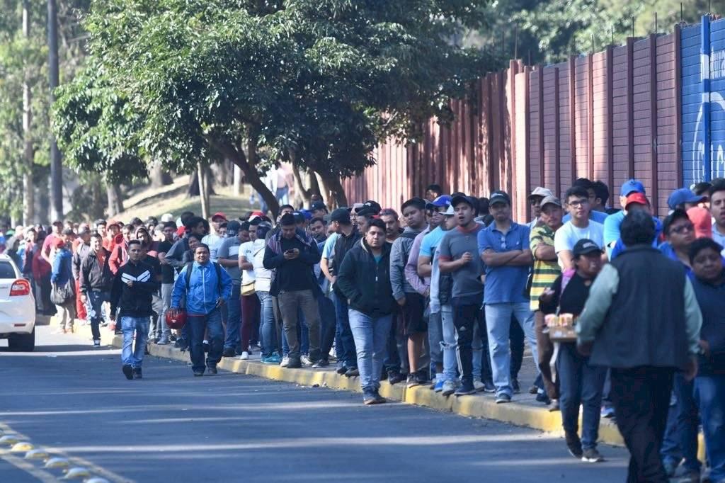Foto Omar Solís: centenares de personas han llegado al estadio El Trébol para adquirir sus boletos