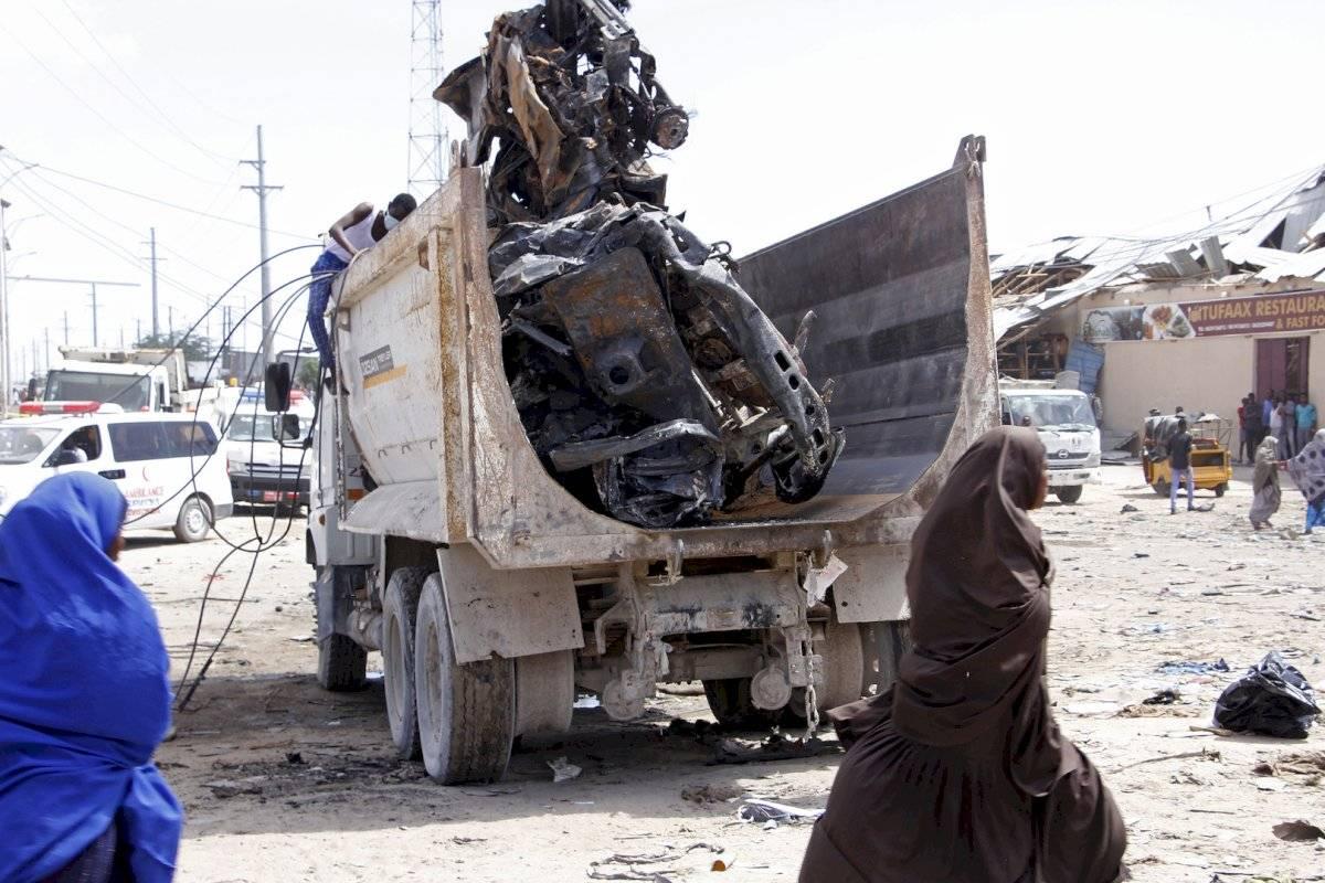 En los alrededores de la zona afectada había numerosos coches patrulla, estudiantes y vendedores ambulantes de qat (estimulante vegetal muy consumido en Somalia), según diversos testigos.
