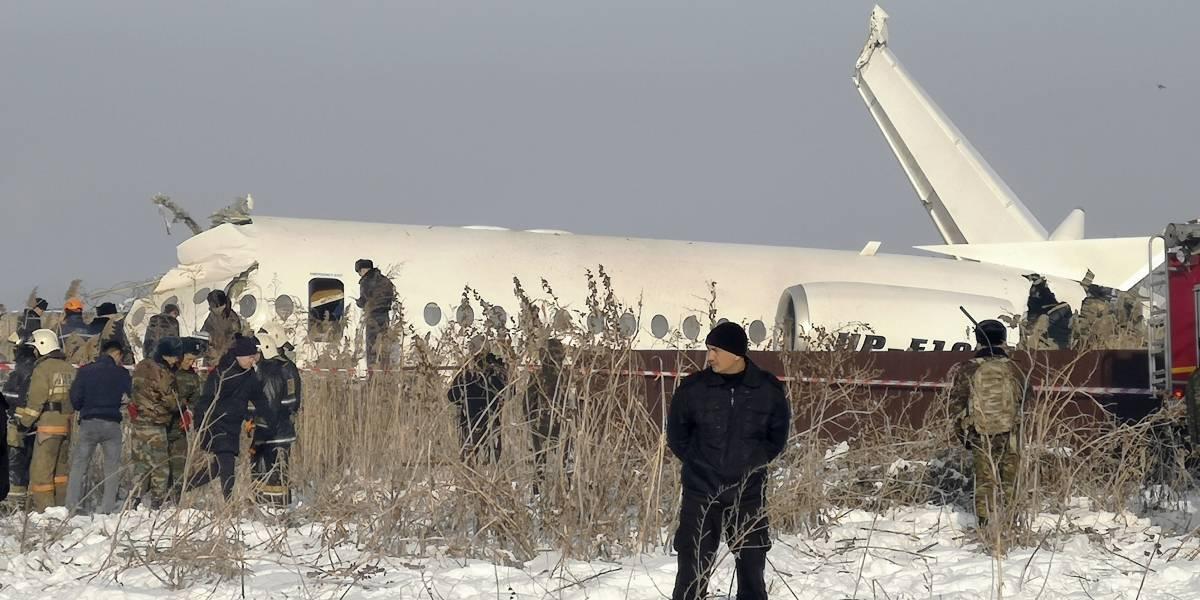 Varios factores habrían causado caída del avión en Kazajistán