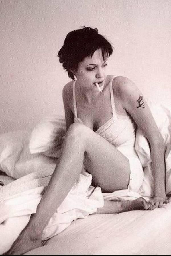 Se viraliza foto íntima de Angelina Jolie joven y más sexy que nunca