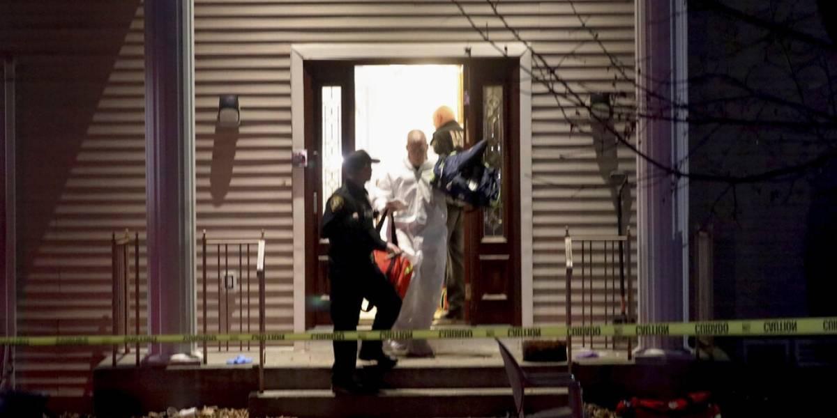 Hombre apuñala a 5 personas en casa de rabino en NY