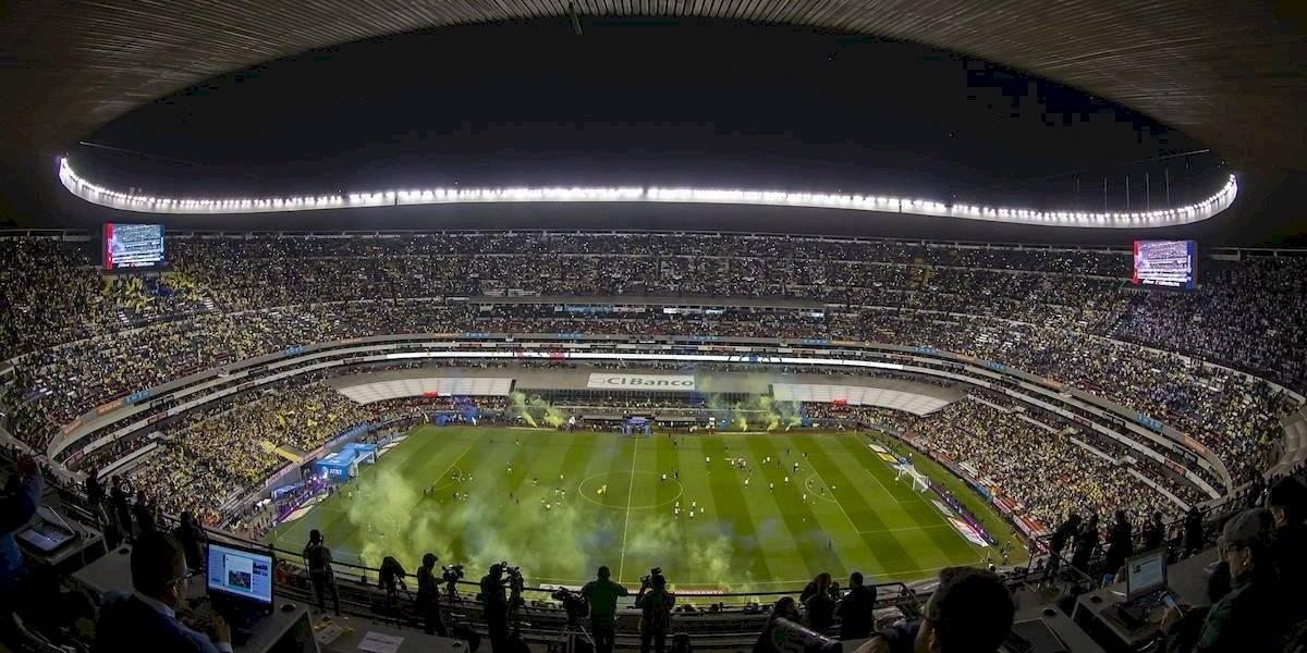 VIDEO: Aficionados dan portazo e ingresan a la fuerza al Estadio Azteca