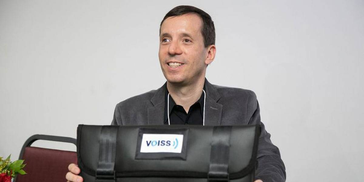Aplicativo gratuito sintetiza voz humana para deficientes visuais