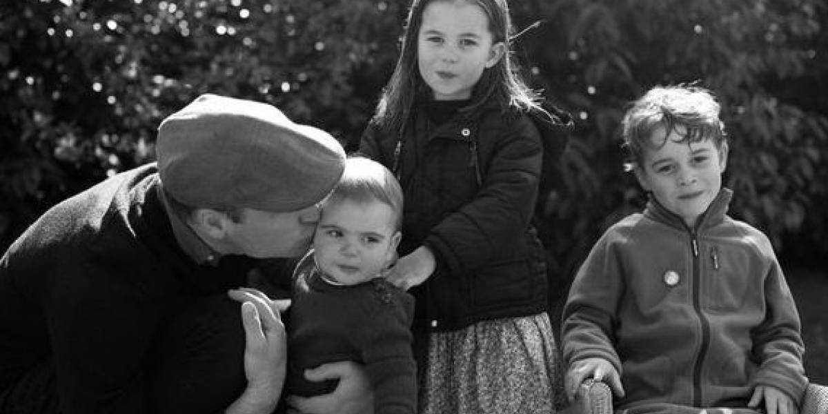 El príncipe George fue separado unas horas de su madre, Kate Middleton, por reglas de la realeza