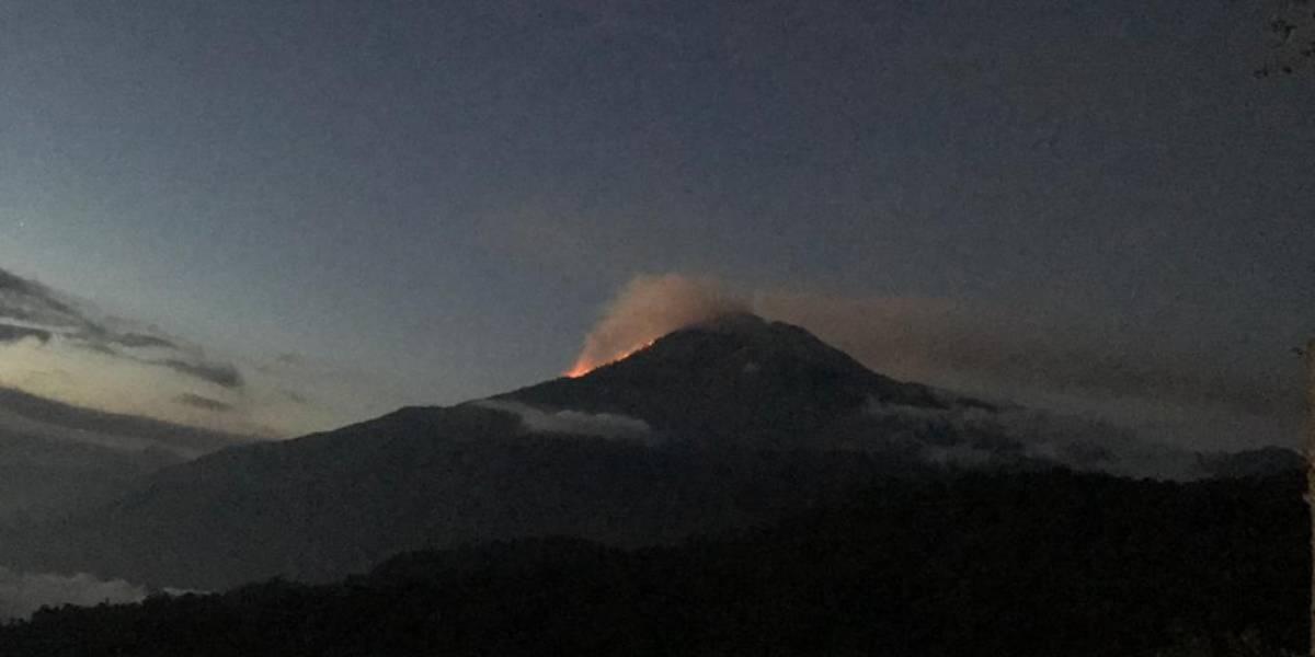 Incendio en el volcán Tajumulco amenaza a cientos de escaladores en la cima