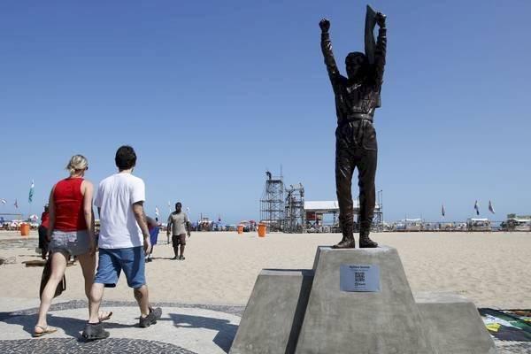 Estátua de Ayrton Senna em Copacabana, RJ