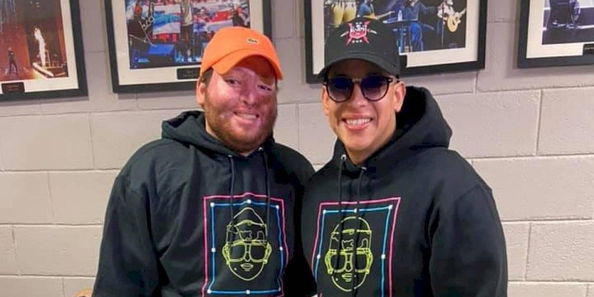 Daddy Yankee recibe a estudiante boricua accidentado en México