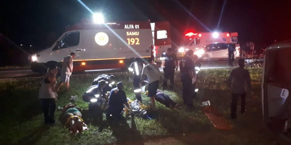 Acidente com micro-ônibus deixa 2 mortos na Rodovia Adhemar de Barros, em SP