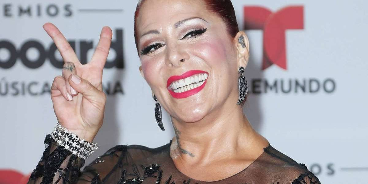 Alejandra Guzmán deja ver las cicatrices de sus cirugías mientras posa en bikini
