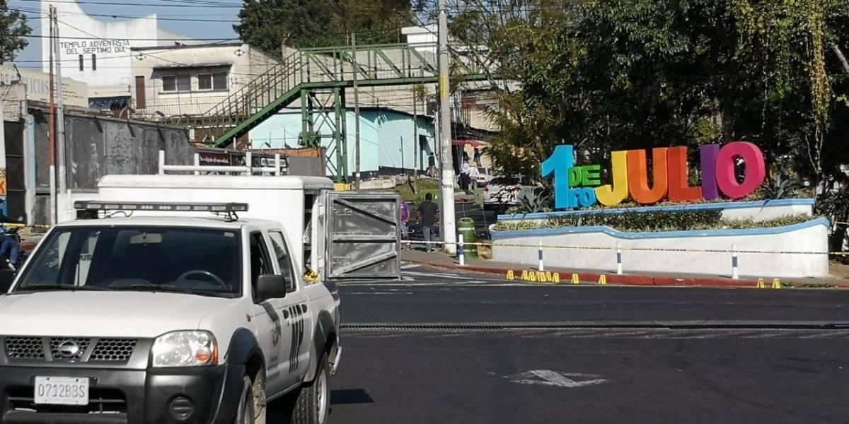 """Alcalde de Mixco condena ataque """"cobarde"""" que dejó un muerto y dos agentes de PMT heridos"""