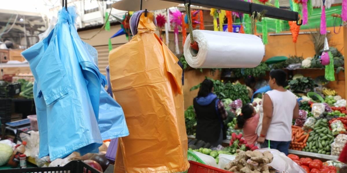 Capitalinos que reciban bolsas de plástico cometerían un ilícito: Sedema