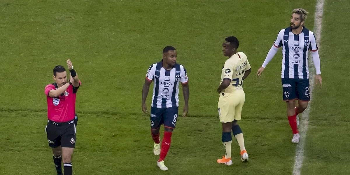 VIDEO: La polémica mano que sancionó el VAR en el gol de Roger Martínez