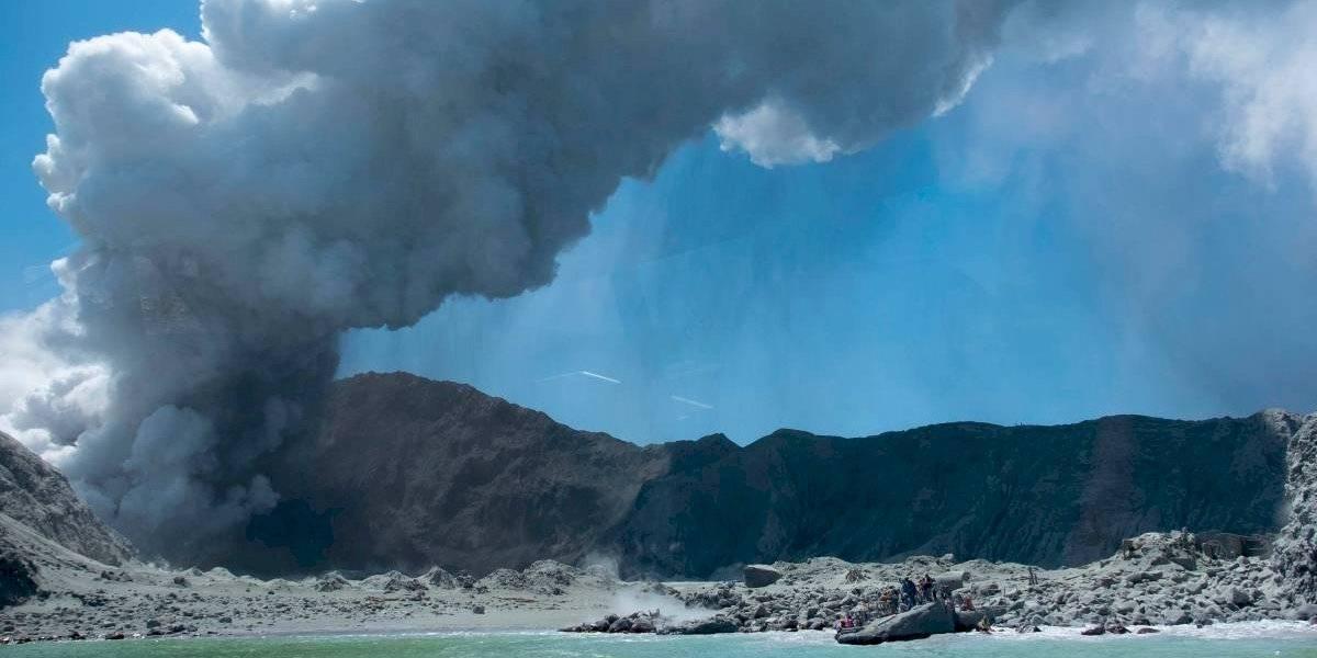 Toda su familia murió en la erupción de un volcán y tuvo que ver desde la cama del hospital el funeral de sus seres queridos