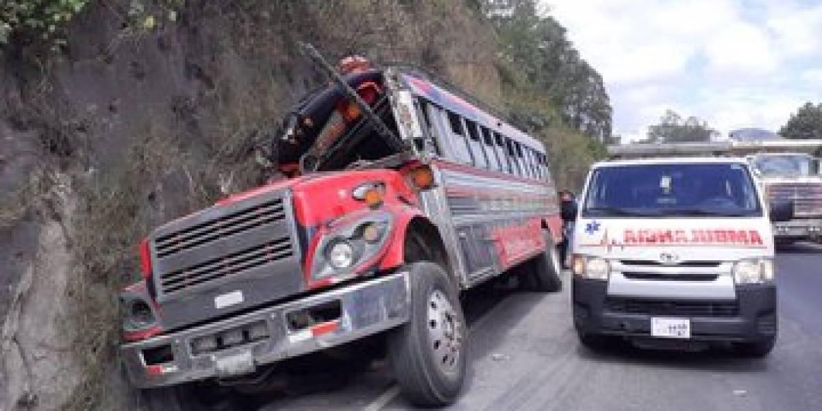 Dos heridos por accidente de autobús en ruta al Pacífico