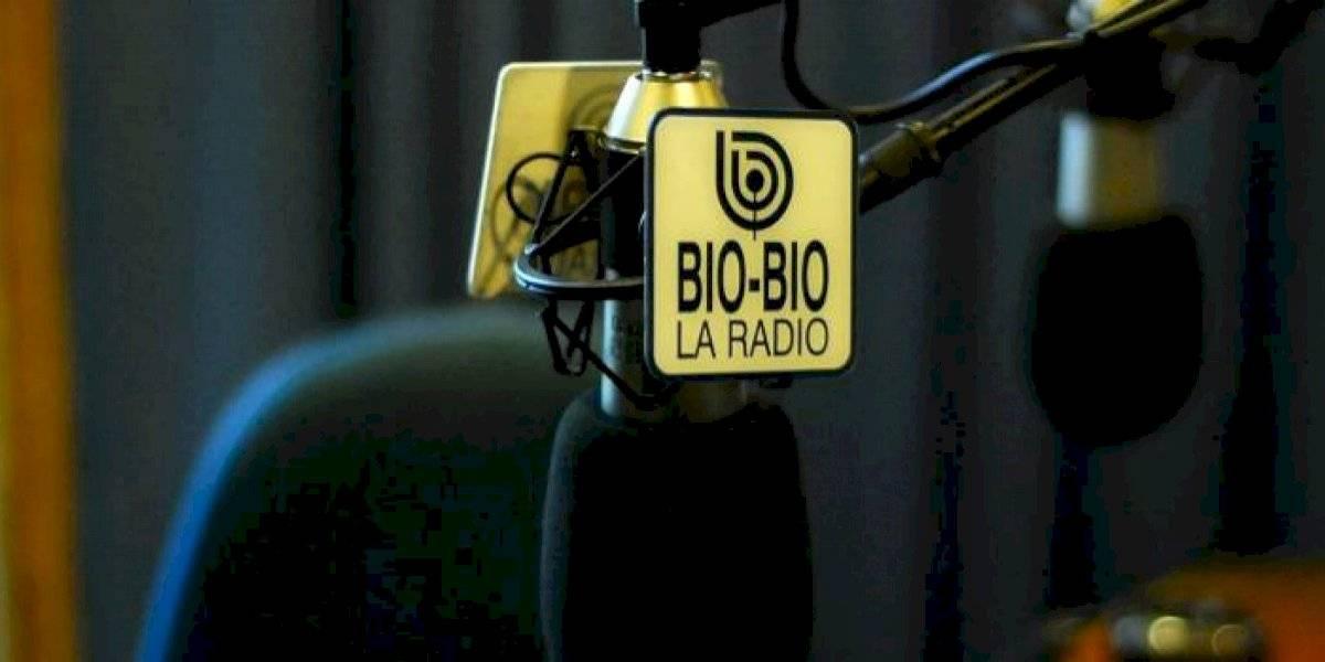 Radio Bío Bío se disculpa públicamente tras emitir el Himno Nacional con la tercera estrofa
