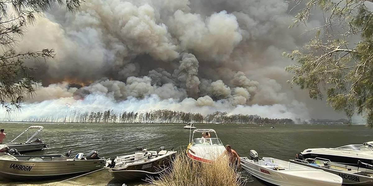 """Australia se incendia y la gente estalla en ira: le dicen """"idiota"""" en su cara al primer ministro"""