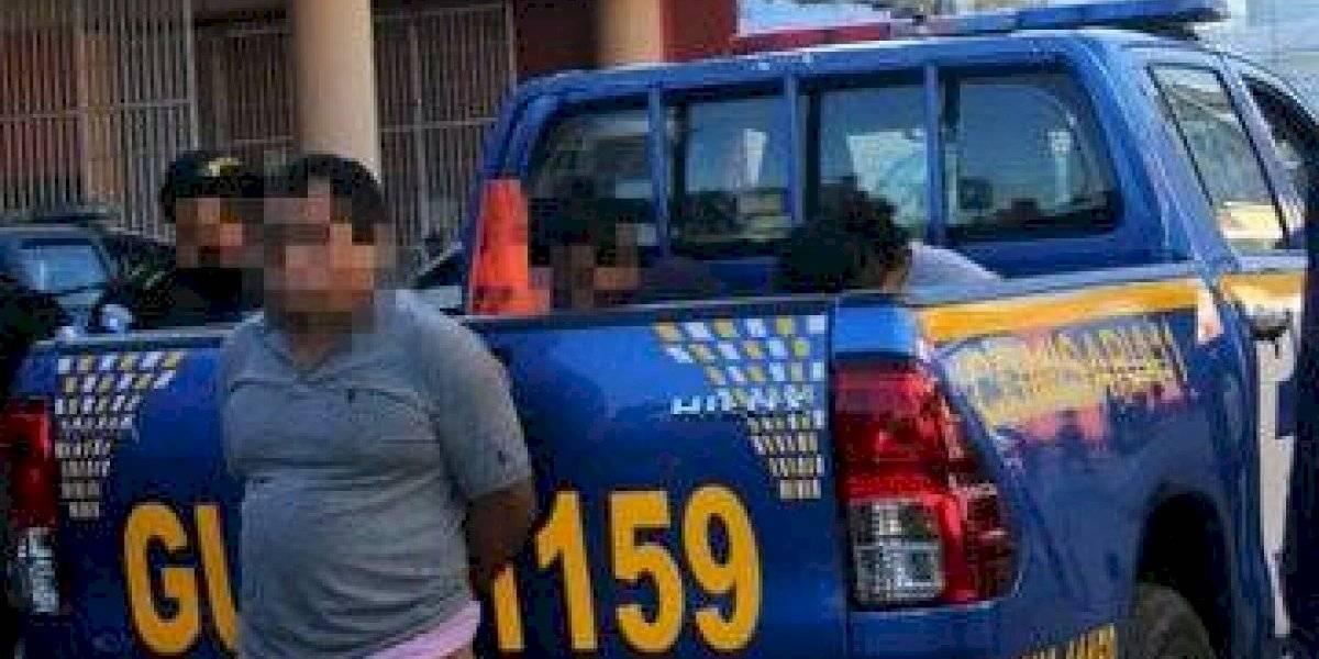 Tras persecución, detienen a señalados de robar mercadería en zona 3