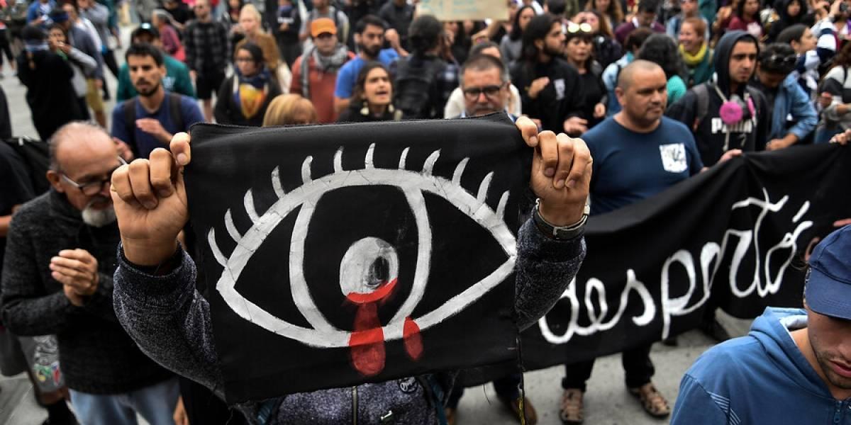 Atacan Intendencia de Valparaíso y queman bandera: furia popular por joven que perdió ojo en Año Nuevo
