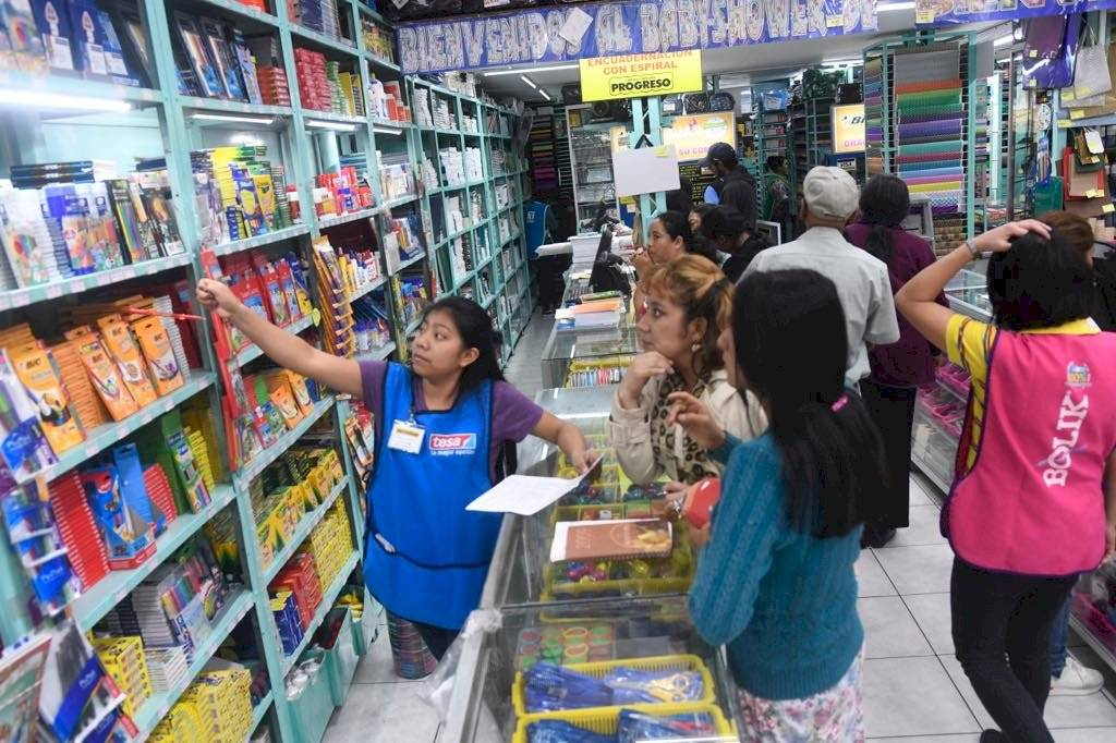 Inician con compras de útiles escolares 2020 Omar Solís