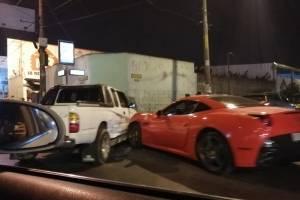 Vehículo de lujo marca Ferrari chocó en la Roosevelt contra picop de carga