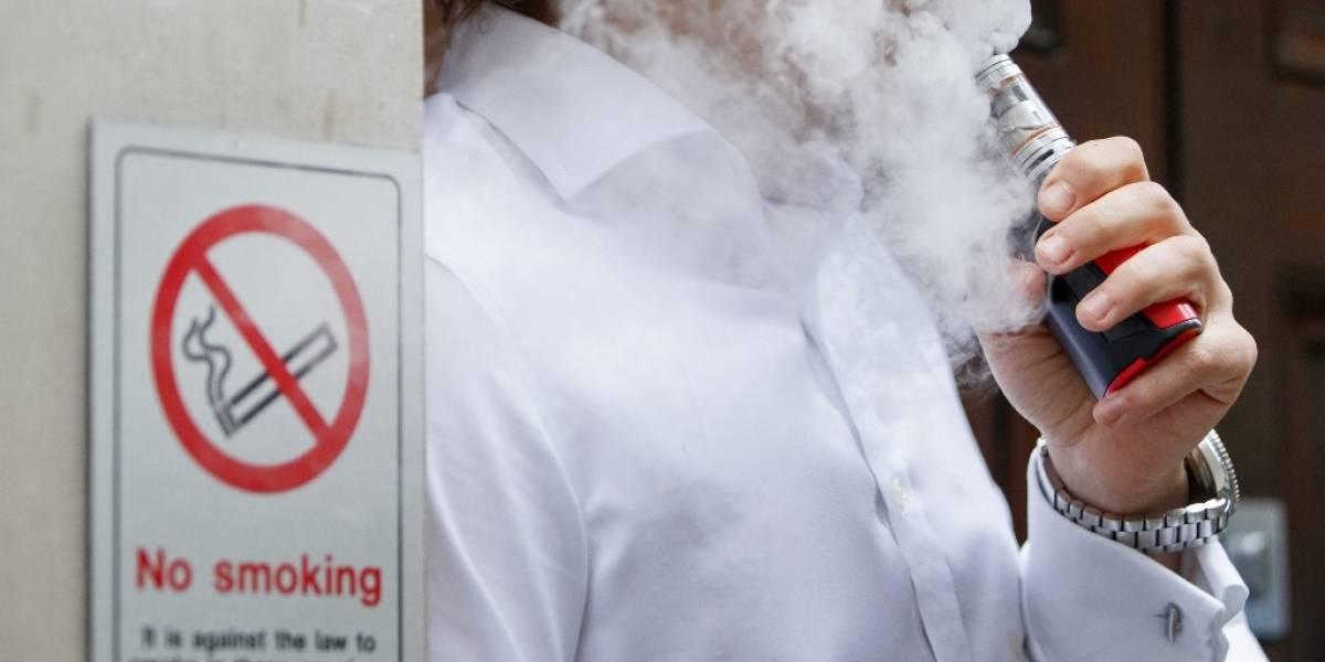 Trump anuncia prohibición parcial de cigarrillos electrónicos aromatizados
