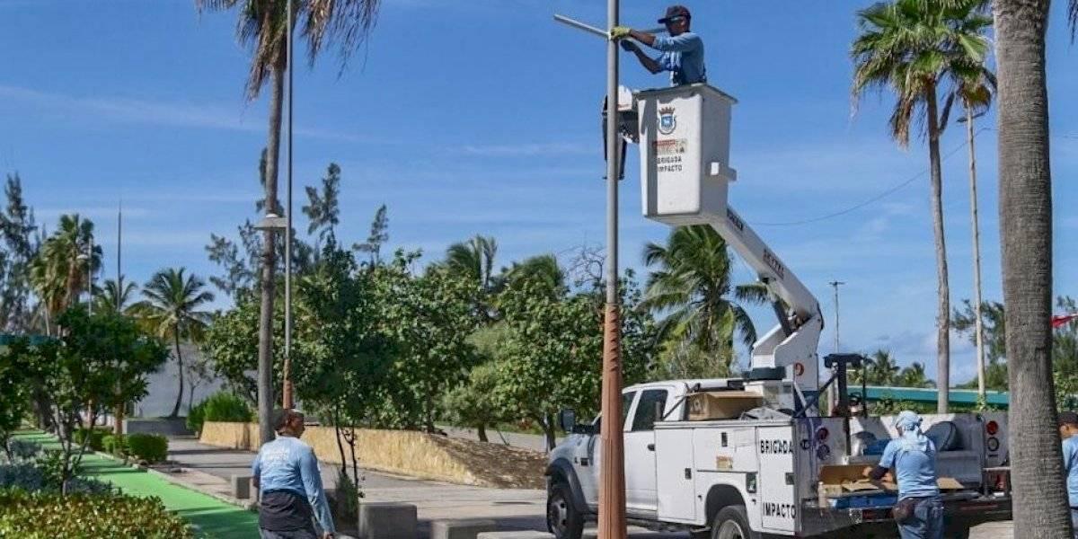 Instalan luminarias solares a la entrada de la Isleta de San Juan