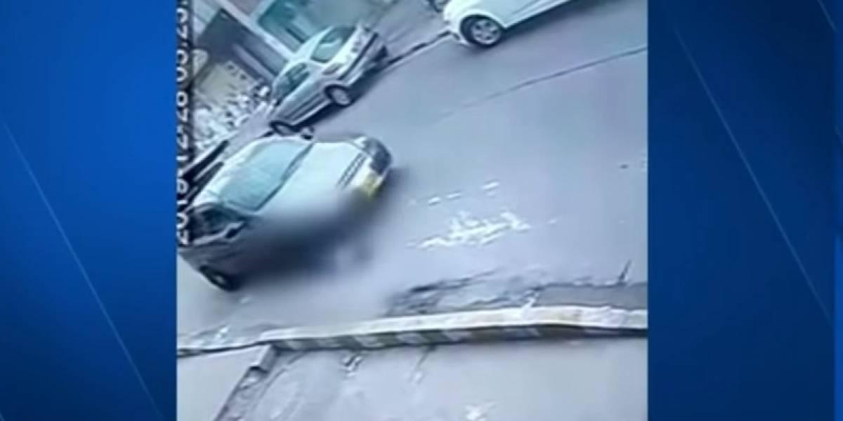 [VIDEO] Angustiantes imágenes muestran cómo un automóvil arrolla a un niño de cinco años