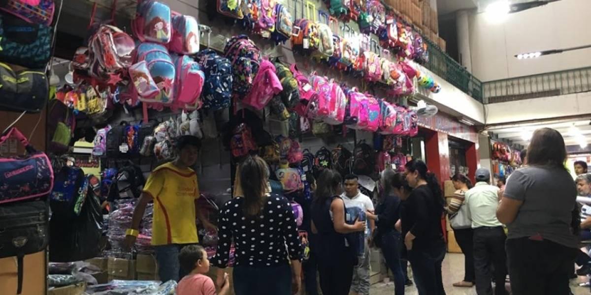 Guatemaltecos se vuelcan a la compra de productos escolares