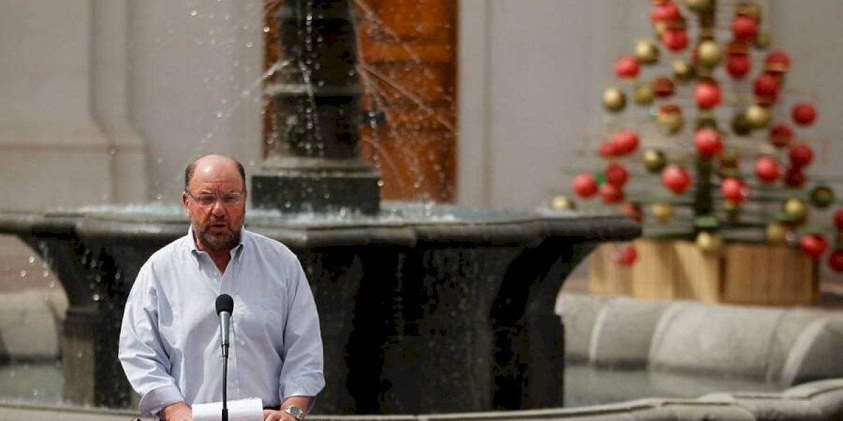 """El hecho no pasó inadvertido en las redes sociales: Gobierno presenta campaña """"Chile se está secando"""" y había una pileta de agua funcionando en el fondo"""