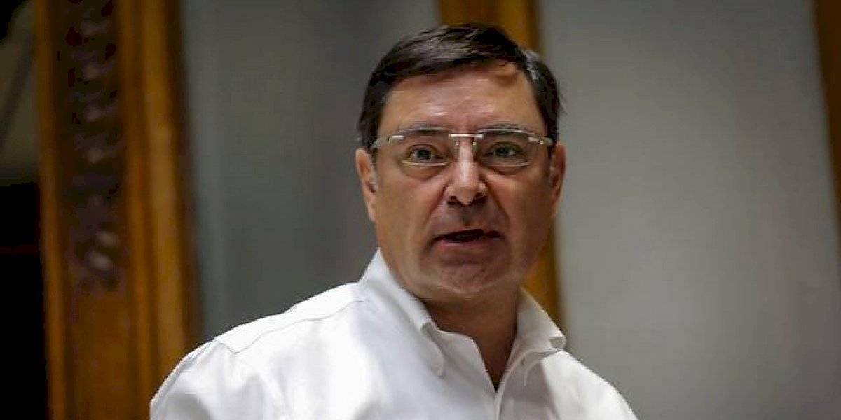 """Intendente Guevara asegura que """"vamos en camino al toque de queda total en la Región Metropolitana"""""""