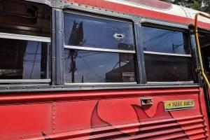 guardia dispara contra piloto de bus en calzada San Juan