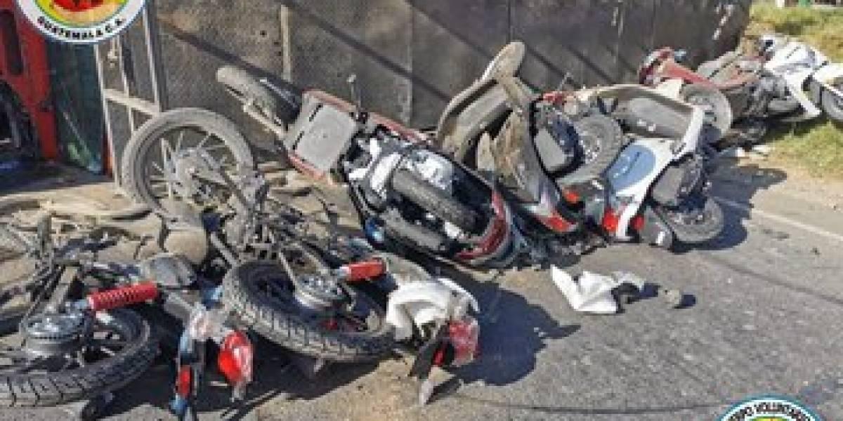 Camión cargado con motocicletas vuelca en ruta Interamericana