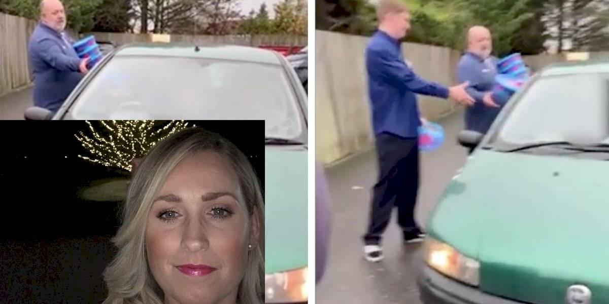 Mamá detiene auto de ladrones que robaron chocolates para obligarlos a regresarlos