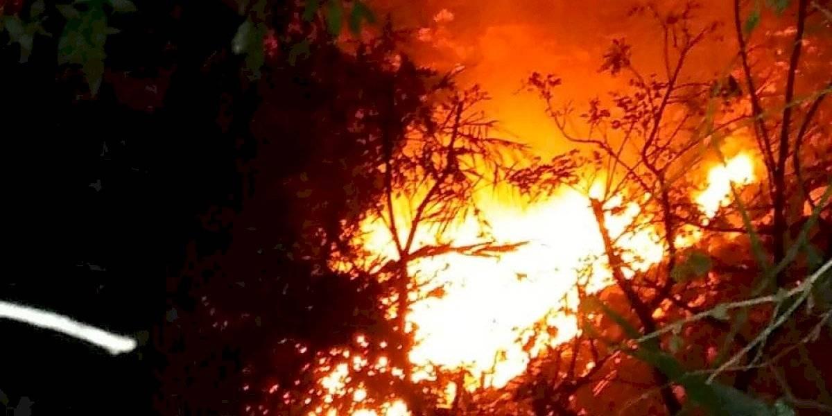 Socorristas combaten incendio forestal en Tierra Nueva 2, Chinautla