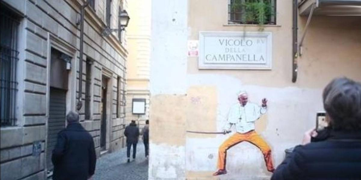 Mural em Roma retrata Papa como protagonista de 'Kill Bill'