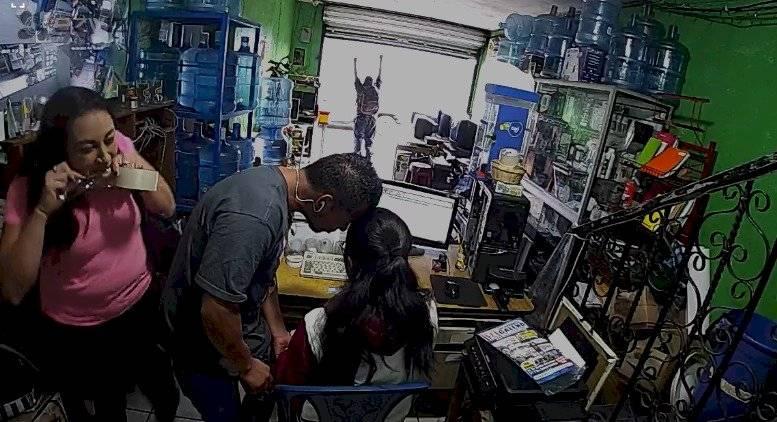 PNC evita robo en negocio en Sacatepéquez y captura a un hombre sospechoso. Foto: PNC