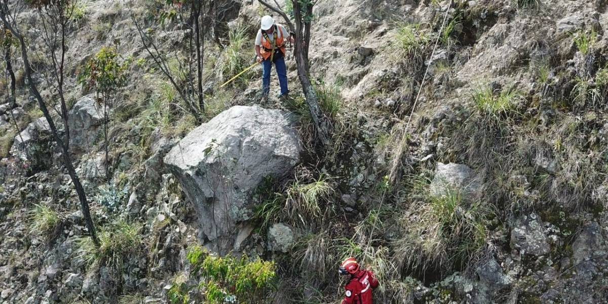 Quito: Tramo de la Av. Simón Bolívar cerrará para retiro de roca