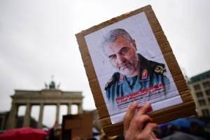 Protesta frente a la embajada de los Estados Unidos en Berlín