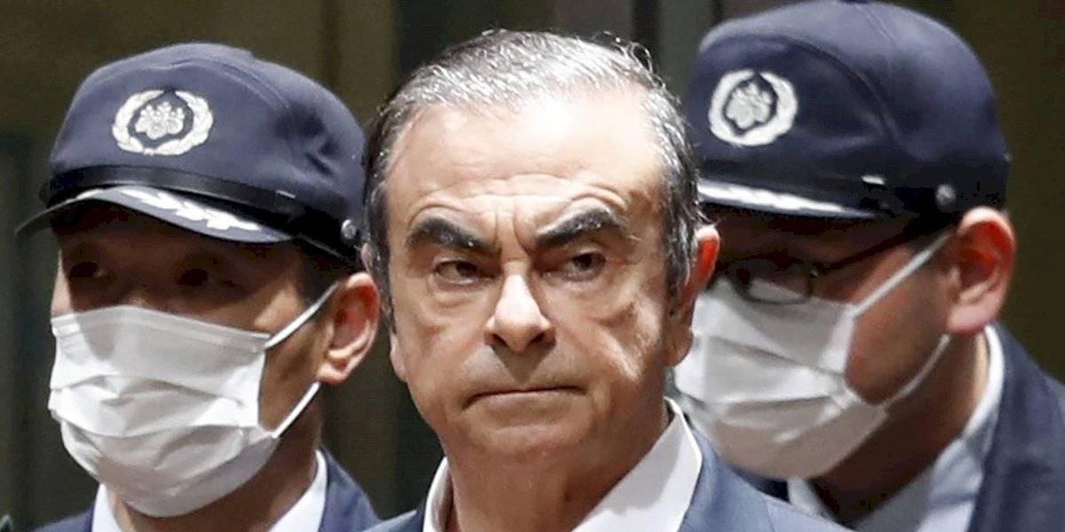 Exejecutivo de Nissan acusado de fraude huyó de Japón por vuelo chárter